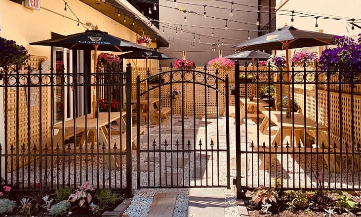 MULLIGAN'S PORCH